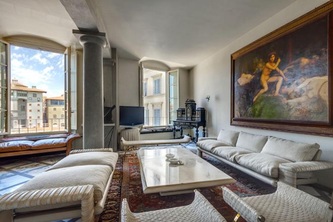 フィレンツェのアパート、アルノ