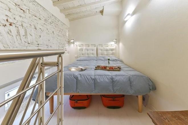 フィレンツェのアパート、コンティの寝室1