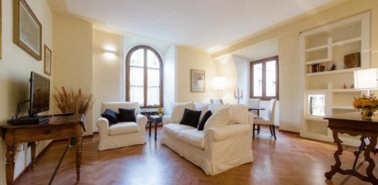 フィレンツェのアパート、ドナテッロ