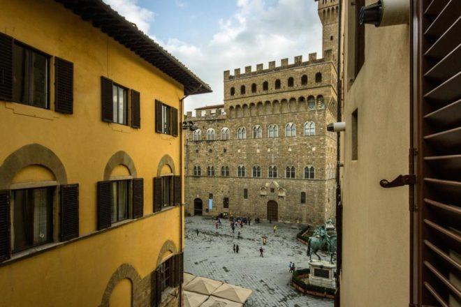 フィレンンツェの滞在型アパート、ドナテッロの窓