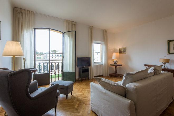 フィレンツェの滞在型アパート、アルノブリッジビューのリビング