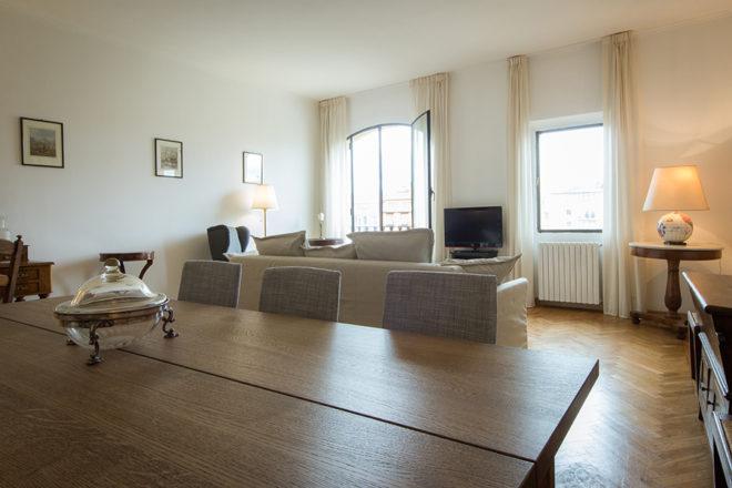 フィレンツェの滞在型アパート、アルノブリッジビューのダイニング
