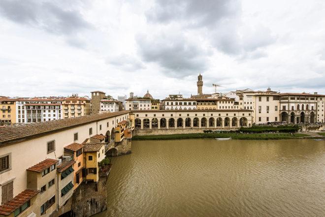 フィレンツェの滞在型アパート、アルノブリッジビューの眺め