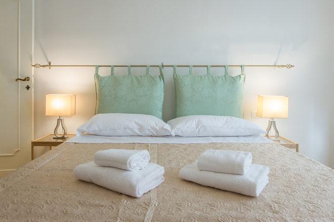 フィレンツェの滞在型アパート、アルノブリッジビューの寝室ツインタイプ