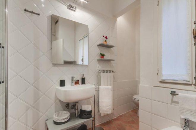 フィレンツェのアパート、トスカの浴室