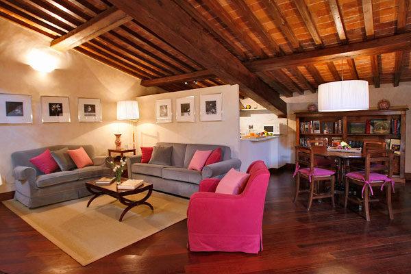 フィレンンツェのアパート、ティエーポロのリビング