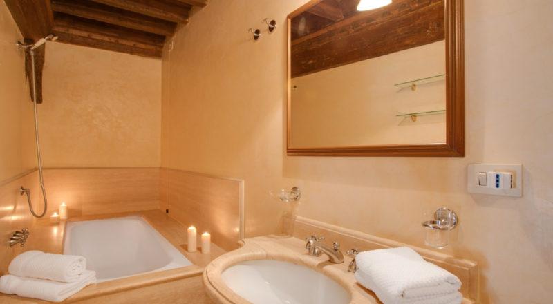 フィレンツェのアパート、サンタクローチェの浴室