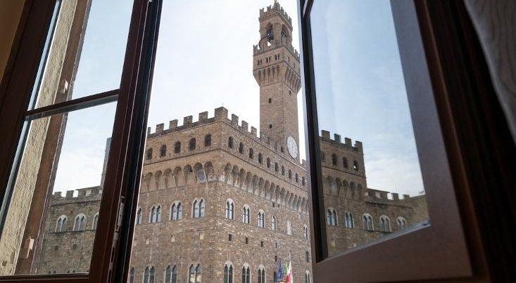 フィレンツェのアパート、シニョリーアビスタの窓からの眺め
