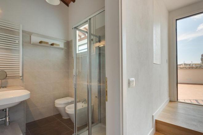 フィレンツェのアパート、トルナブオーニテラスの浴室