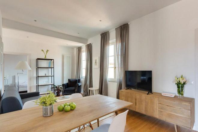 フィレンツェのアパート、トルナブオーニテラスのリビング