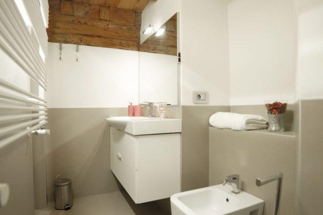 フィレンツェのアパート,チェルキの浴室