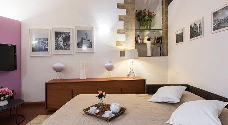 フィレンツェのアパート、テルメストゥーディオのダブルベッド