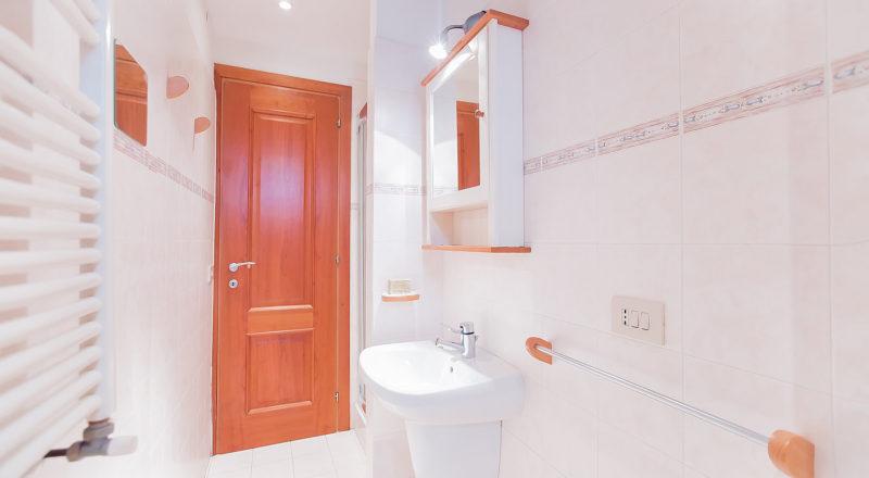 ローマのアパート、カンディアのバスルーム