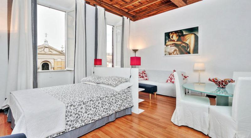ローマの滞在型アパートカプラーニカの寝室