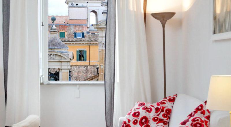 ローマの滞在型アパートカプラーニカのリビング