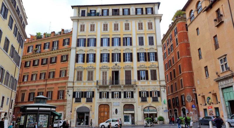 ローマの滞在型アパートカプラーニカの建物