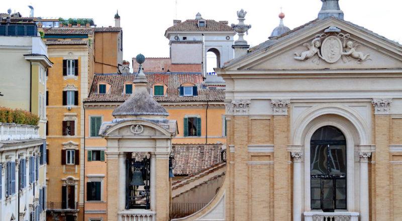 ローマの滞在型アパートカプラーニカからの眺め